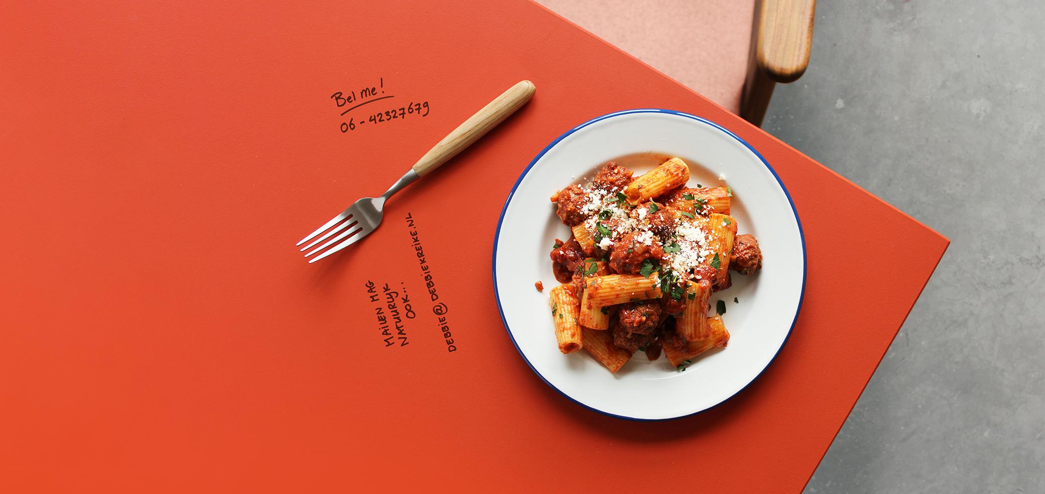 foodstyling rigatoni con polpette gehaktballetjes arrabiata saus Italiaans